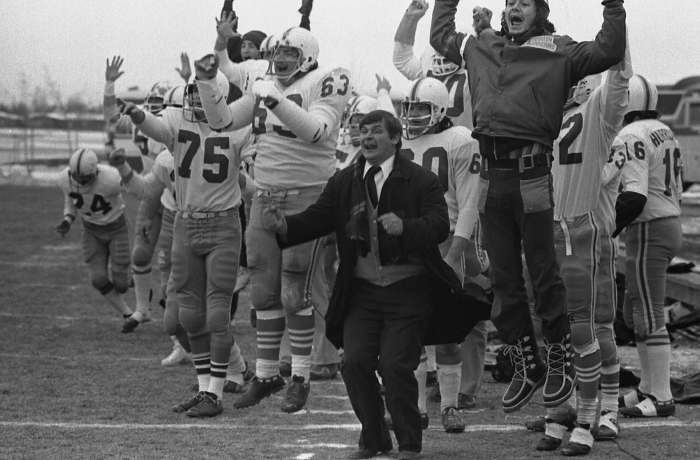 Head Coach Fred Jazvac and the winning Hamilton Hurricanes in Saskatoon Saskatchewan, 1972. Hamilton Spectator photo.